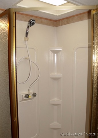 2006 Keystone Challenger RV shower